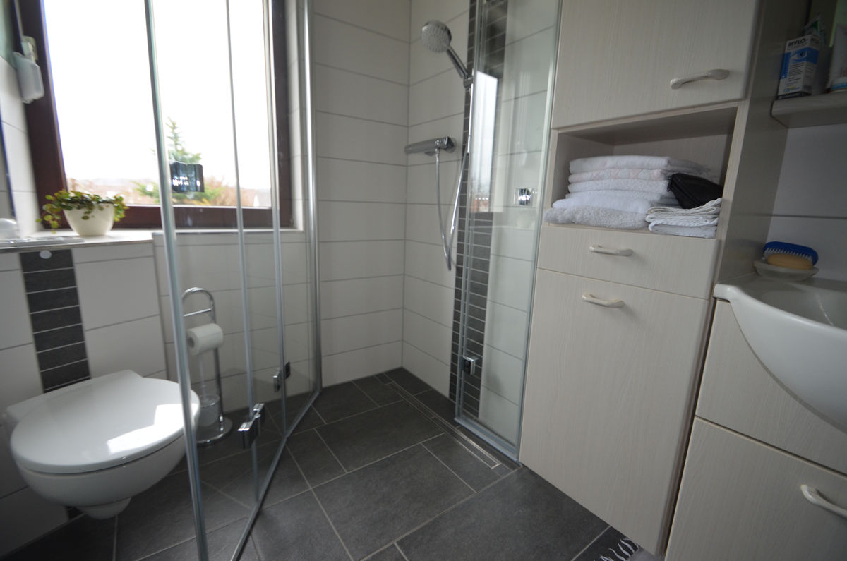 badezimmer auf kleinem raum groe dusche ideen fr kleine badezimmer bad mit husern kleinen raum. Black Bedroom Furniture Sets. Home Design Ideas